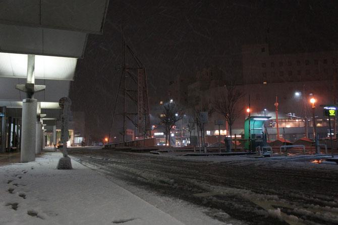 今日の直江津駅前。「春一番」で雪解けが進んだうみまちも、また「真冬の景色」に逆戻りです