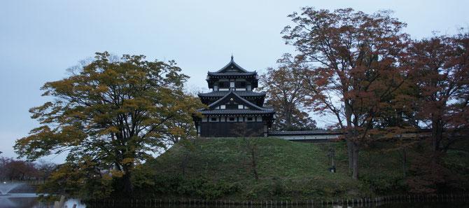 今日の高田城三重櫓。開府400周年の秋も間もなく終わりを告げようとしています
