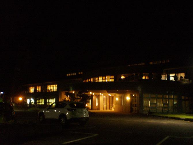 震災発生時刻の夕刻5時56分。既に暗闇に包まれていました