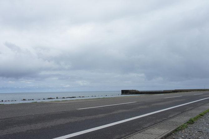 今日のうみまち海岸。外回りの帰り道。迂回路は当然、浜通りを選択。夏の終わりを実感