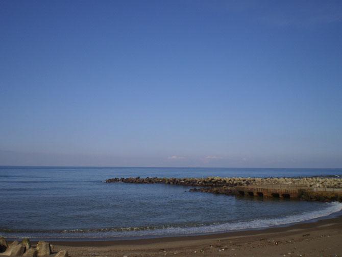 穏やかな今日の「うみまち」。水平線の向こうは、佐渡島。