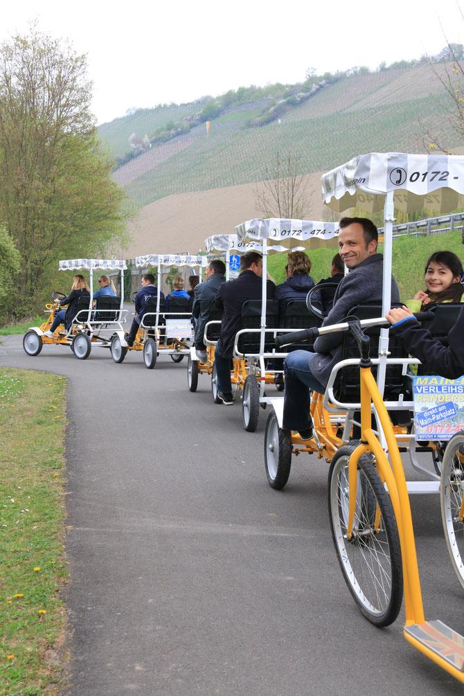 Die schicken überdachten Tretmobile bringen Urlaubsfeeling pur an den Mainradweg von Würzburg bis nach Ochsenfurt.