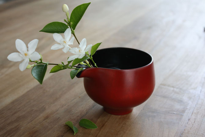 Use lipped katakuchi bowl as a vase