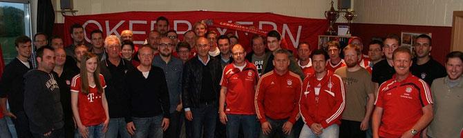 Raimund Aumann mit den Fanclubvertretern