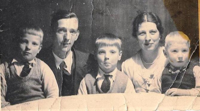 Willi Schiftan mit seiner Frau Minna und den Kindern Bruno, Werner und Herbert (ca. 1936) - Foto aus Familienbesitz