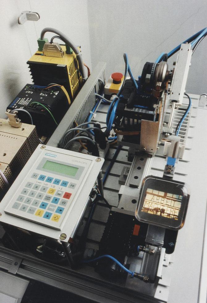 """Arbeitsmaschine (""""Fotografie als Handlung - Photographie as Concept"""", 4. Internationale Fototriennale, Esslingen, 1998)"""