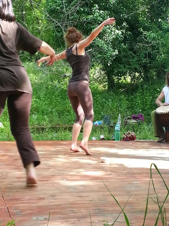 Il risveglio del corpo e dell'energia vitale - con percussioni dal vivo - toscana Aprile 2013