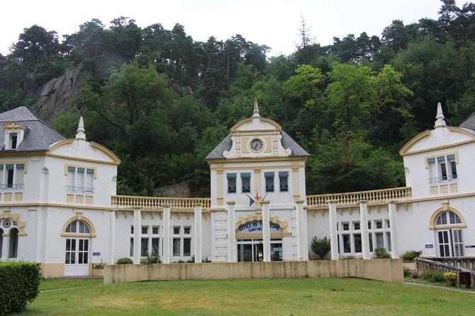 Le bâtiment des anciens grands thermes, aujourd'hui Office du Tourisme