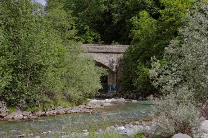 Pont au-dessus du Fier