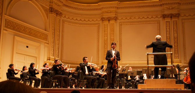Paco Montalvo violinist played at Carnegie Hall in Nueva York