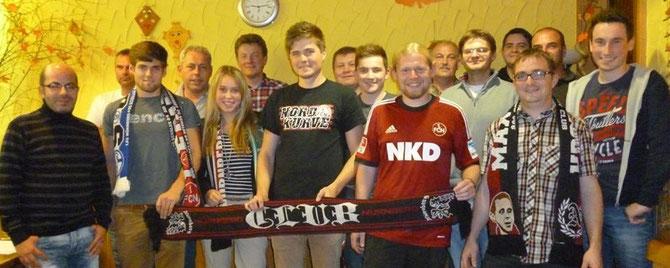 """Die Gründungsmitglieder des FCN-Fanclubs """"Rot-Schwarz Frankonia Wörnitz"""" (26.09.2013)"""
