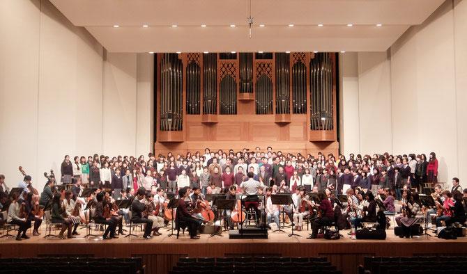 """東京交響楽団、聖徳学園""""第九""""合唱団、日本声楽家協会、指揮:山本真先生(写真提供:日本声楽家協会)"""