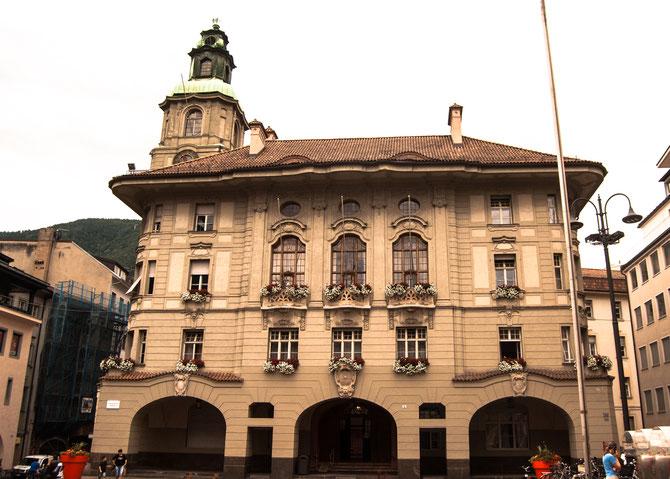 Unter Denkmalschutz stehendes, neobarockes Rathaus am Rathausplatz