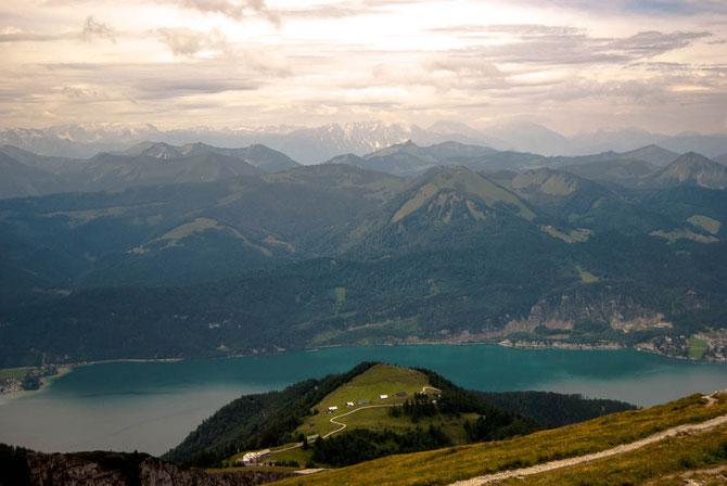 Ein Stück unserer Route ins Tal zum Wolfgangsee kann man gut ausmachen.