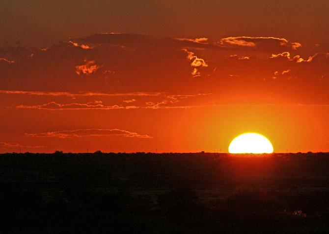 Sonnenuntergang in der Kalahari-Wüste