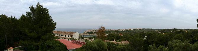 Blick vom Dach der Casa Ciclista auf die Cala Murada.