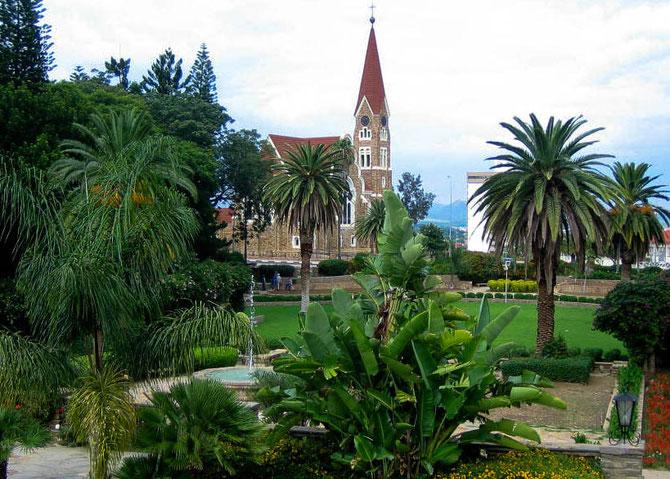 Die 1896 gegründete Christuskirche der evangelisch-lutherischen Gemeinde. Die Mauern sind aus Quarzitgestein, welches in der Nähe von Windhoek gebrochen wurde.