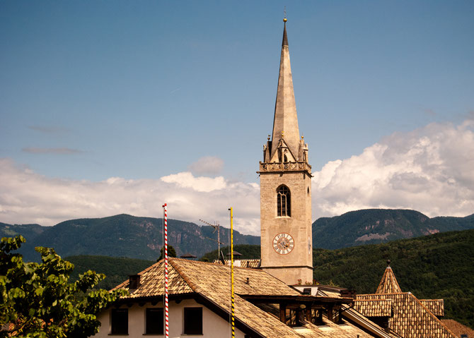 Pfarrkirche Maria Himmelfahrt im Ortszentrum Kalterns