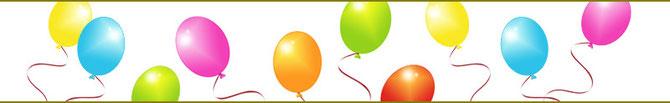 Die bunten Ballone von trauerschmiede fliegen umher.