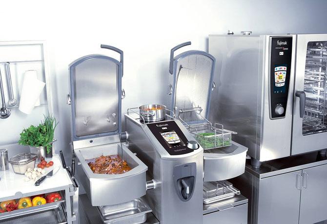 省スペースで多様な調理方法ができるバリオクッキングセンター(写真提供元:株式会社フジマック)