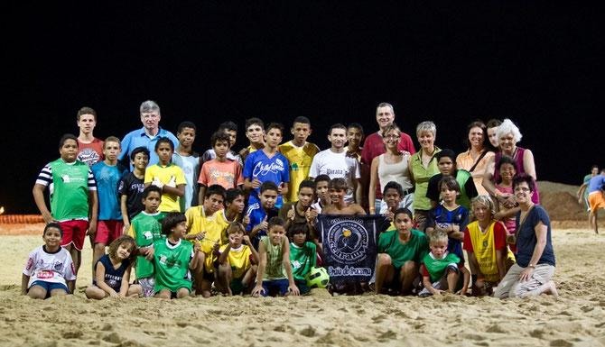 Membros da Associacao junto com as crianças do nosso projeto em Fortaleza