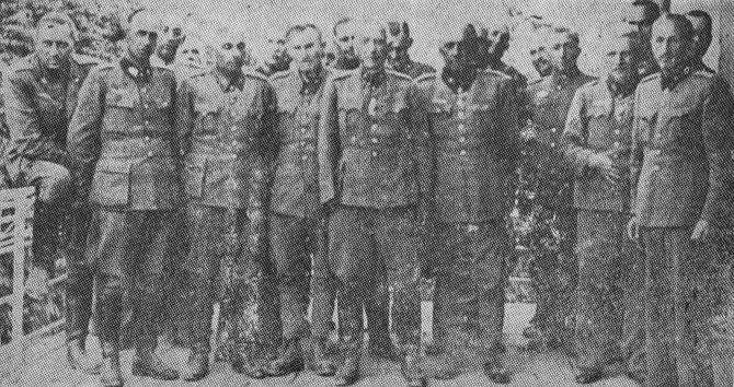 Zarobljeni časnici domobranstva u sredini bez ruke genaral Štancer koji je kasnije kao i večina osuđen na smrt