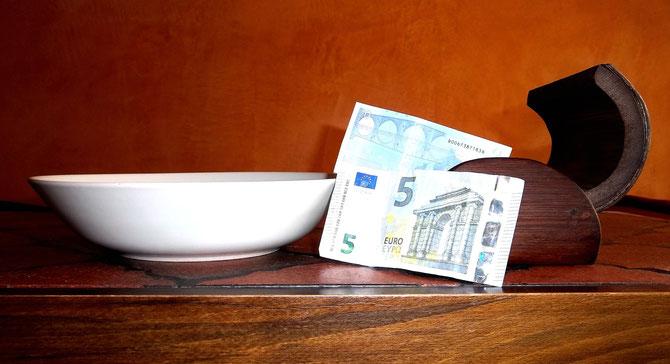 Une assiette et des euros