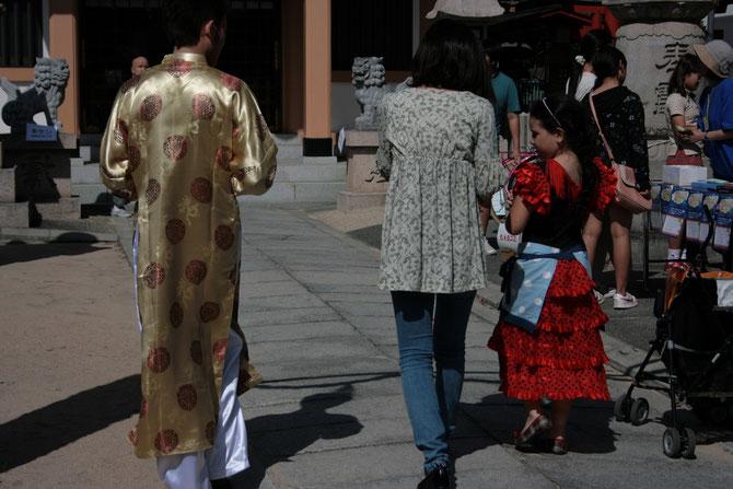 民族衣装体験:チマ・チョゴリ(韓国)、アオザイ(ベトナム)、サリー(インド)、キラ(ブータン)など、いろいろな国の衣装を着ることができます。