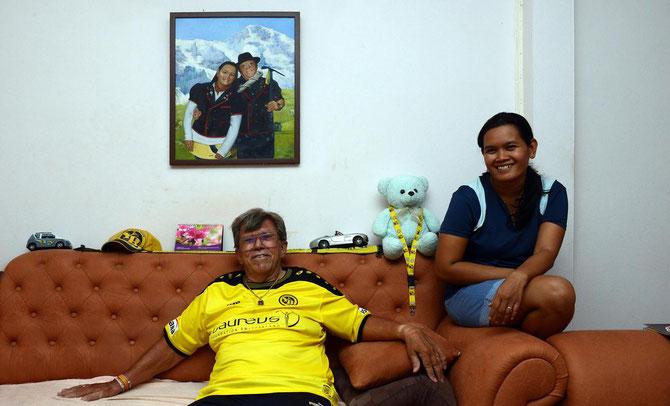 YB-Fan Nestor Stucki mit seiner Ehefrau Eh Stucki-Pathama in seinem Haus in Lamai auf Ko Samui.