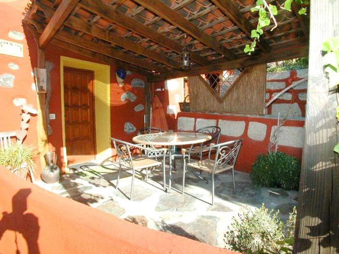 überdachte Dachterrasse mit Pergola vom Ferienhaus mit Pool in Guia de Isora auf Tenerife
