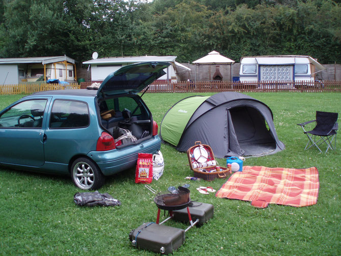 Schwimmgrill beim Camping