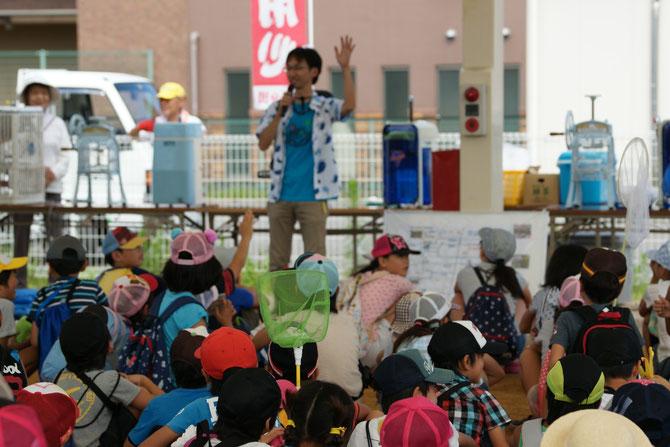 琵琶湖博物館、学芸員さんから川への注意事項や、網の使い方の指導を受ける。