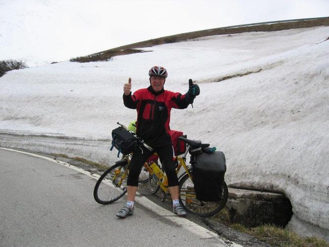 2.Tour de Lourdes 2008 - am Pordoij/Dolomitenpass-es war schrecklich kalt!