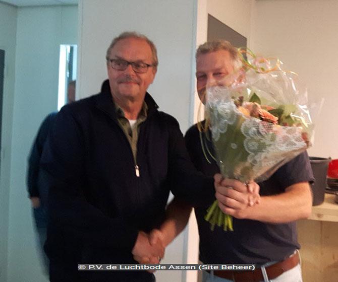 De bloemen voor de 1e prijs gaan dit weekend naar Wessel Regtop.
