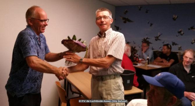 De bloemen voor de 1e prijs gaan dit weekend naar Tiennes Ottens, van de Combinatie Ottens.