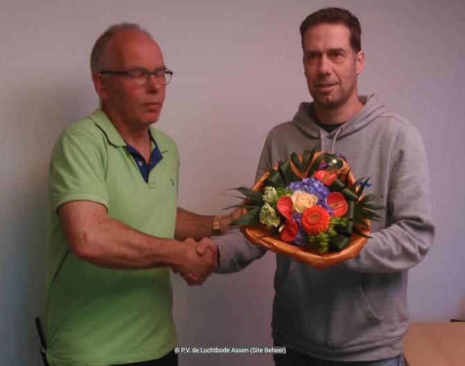 De bloemen voor de 1e prijs gaan dit weekend naar Edwin Schuiling
