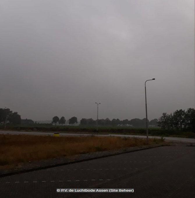 Losplaats Gennep om 09.00 uur. Nog zwaar bewolkt.