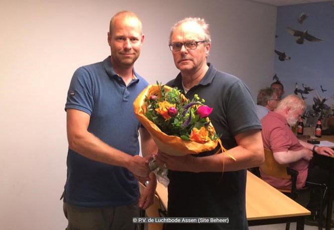 De bloemen voor de 1e prijs gaan dit weekend naar Wessel Regtop