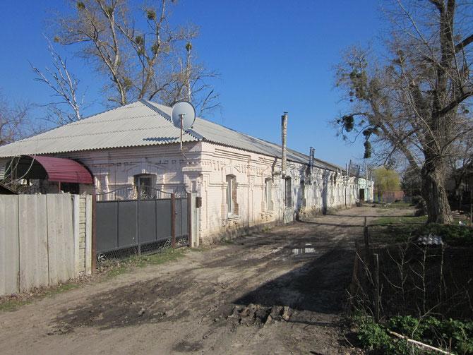 """Ще одна колишня школа. Зараз будівля має прізвисько """"паровоз"""". Фото Юрія Зіненка"""