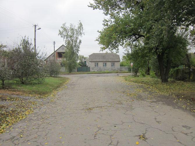 Наша прогулянка закінчується там, де вулиця Котляревського починається офіційно - від вулиці Леніна