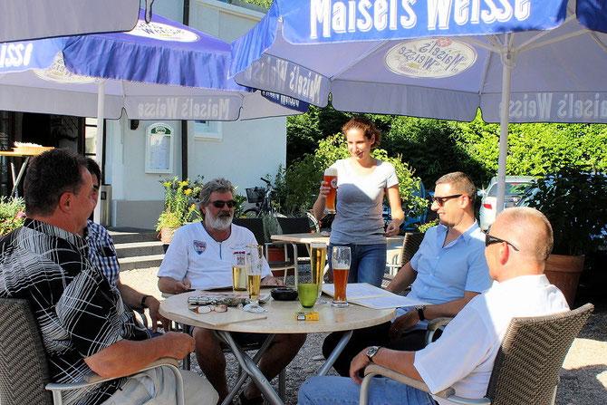 Männerstammtisch im Biergarten