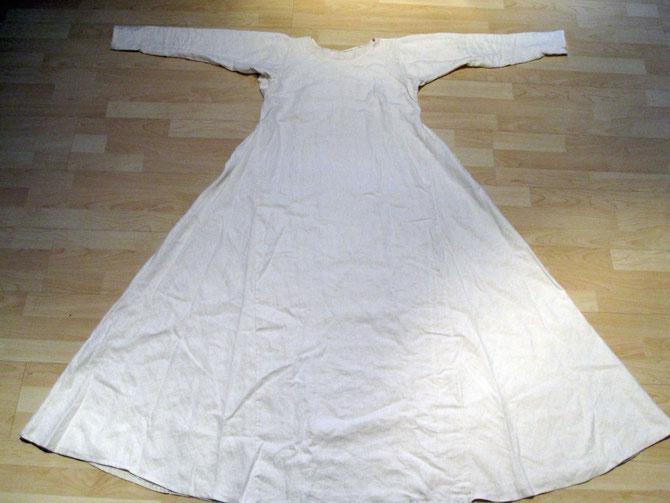 Unterkleid, Leinenstoff