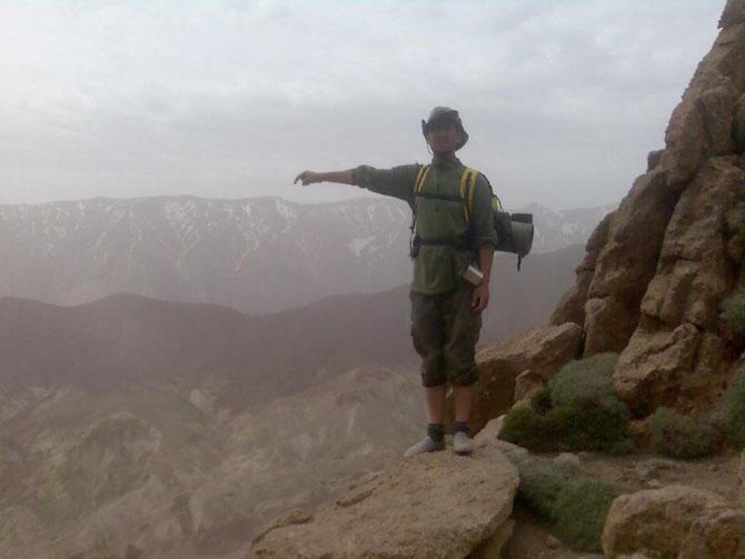 Je suis Abdel bzgaoui, un guide de montagne diplomé du centre de formation aux métiers de montagne à Azilal(l'unique centre des guides qui existe au maroc) et professionnel dans la chaîne du Rif, reconnait dans le domaine par son expérience et sa fidélité