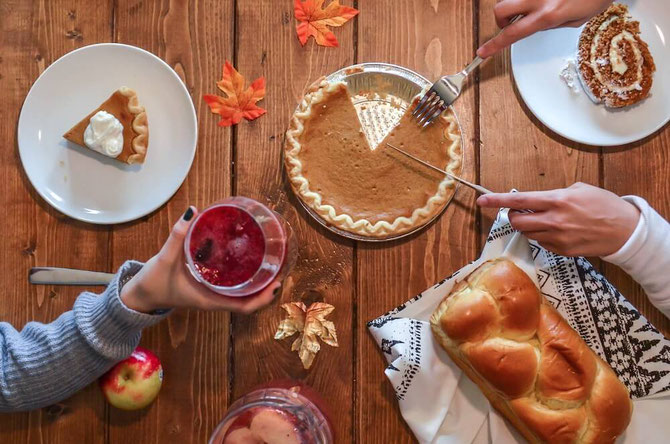 Want healthy Thanksgiving recipes? This list of Thanksgiving food, from Thanksgiving appetizers to Thanksgiving dessert, will help be your go-to Thanksgiving menu planner! #thanksgiving #turkeyday #vegetarian #vegan #nutrition #plantbased