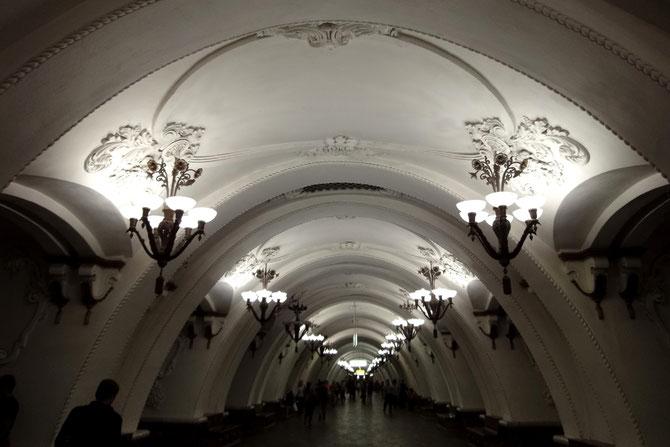 Die Metro ist das schnellste, günstigste und stilvollste Verkehrsmittel in Moskau.