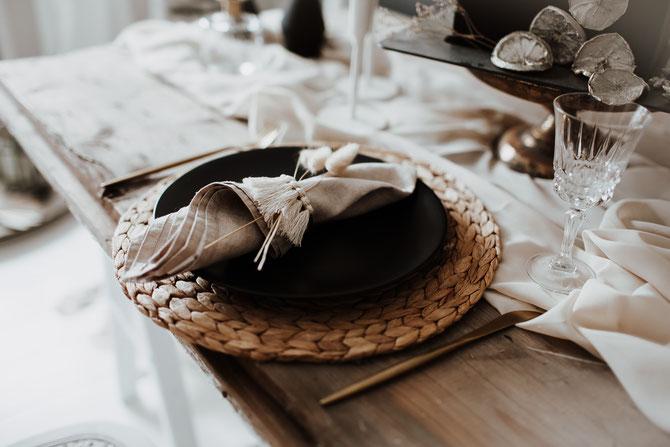 Boho Wedding Tablesetting Tischdekoration Tischsets Platzteller Alternative the featherette Dekoverleih Köln Bonn