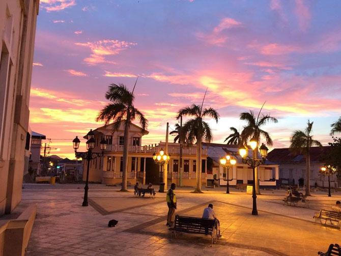 Parque Cental, Puerto Plata, in der Abenddaemmerung - Foto von Cristal Martinez