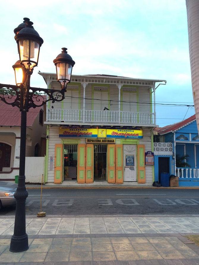 Eisdiele und Konditorei Mariposa, gegenueber vom Parque Central, Puerto Plata  - Foto von Cristal Martinez - Das Gebaeude wurde mittlerweile total entkernt und wird nach historischem Vorbild renoviert. Ein Bild folgt, sobald fertiggestellt.