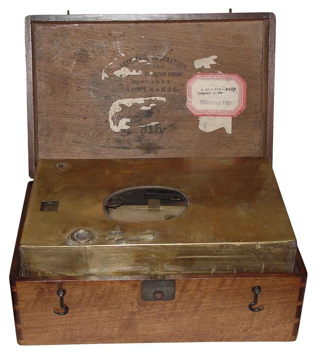 Erste speziell für Brieftauben gebaute Uhr von Van den Bossche/ Belgien, ca. 1885