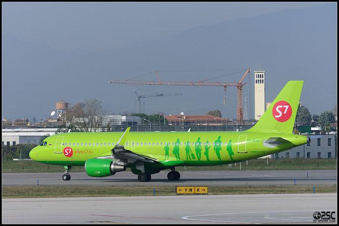 VP-BOG A320-214 5559 S7 Airlines